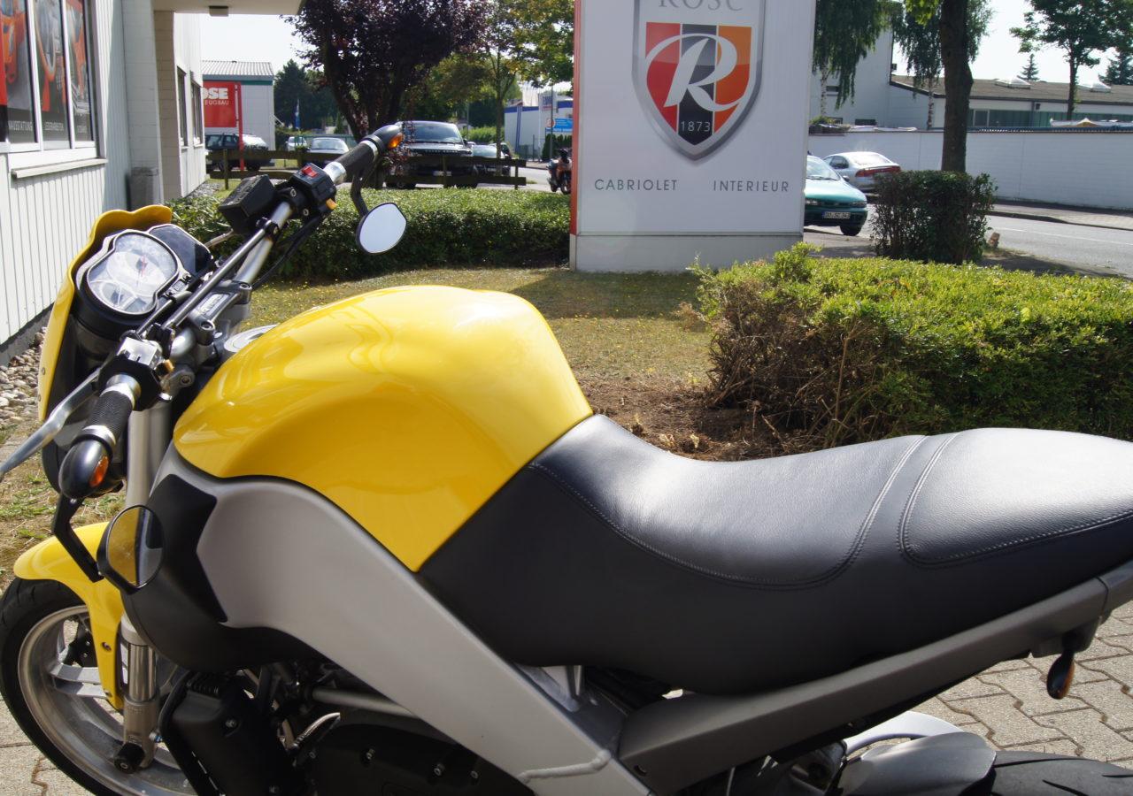 Buell Motorradsitzbank mit zwei abgenähten Feldern