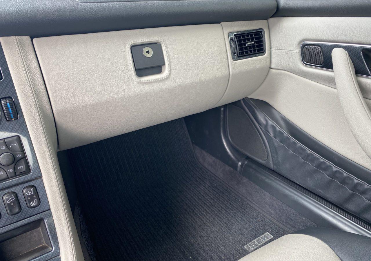 Mercedes Benz SLK R170 Mittelkonsole, Innenraum, Softlackentfernung, fahrzeugpflege, softlack, slkr170, slk, r170slk