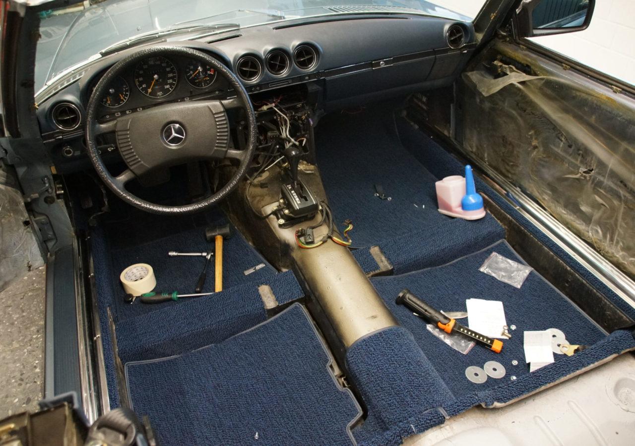Mercedes-Benz SL R 107 originalgetreue Restauration des Innenraums
