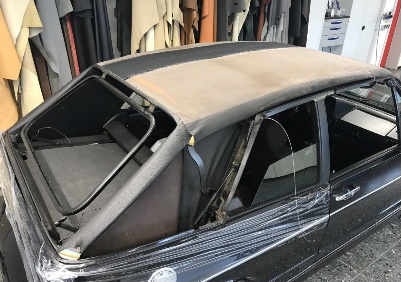 Das Cabrioverdeck des VW Golf I wird in unserer Sattlerei in bewährter Tradition direkt am Fahrzeug angepasst. Dadurch wird die höchste Passgenauigkeit erreicht. Die Verdeckaußenhaut ist wahlweise in Sonnenland als auch in PVC (Vinyl) erhältlich