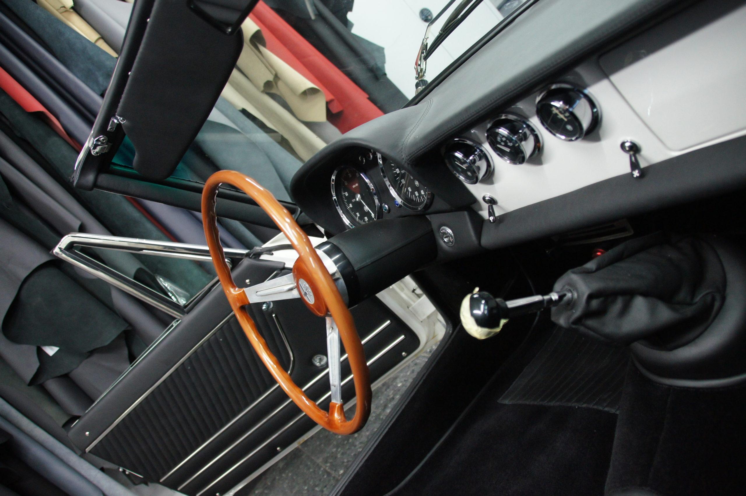 Alfa Romeo Spider Duetto Innenausstattung & Cabrioverdeck